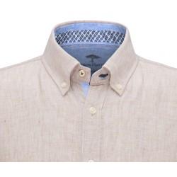 col avec de belles finitions intérieures de la chemise en lin