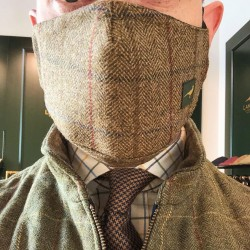 Masque en tweed Laksen
